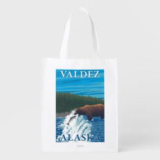 川- Valdez、アラスカのくまの魚釣り エコバッグ