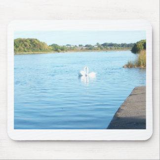 川Corribの白鳥 マウスパッド