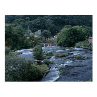 川Dee、Llangollenで、Denbighshire、ウェールズ ポストカード
