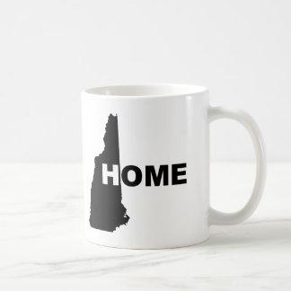 州のマグのタンブラーからのニューハンプシャーの家の遠くに コーヒーマグカップ
