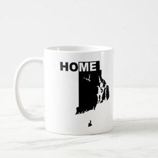 州のマグのタンブラーからのロードアイランドの家の遠くに コーヒーマグカップ