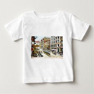 州の通り、シカゴ、イリノイの1905年のヴィンテージ ベビーTシャツ