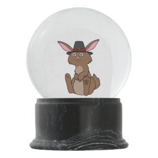 巡礼者の帽子が付いている感謝祭のブラウンのウサギ スノーグローブ