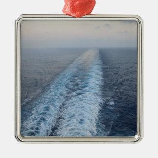 巡航の後部からの航跡のオーシャンビュー メタルオーナメント