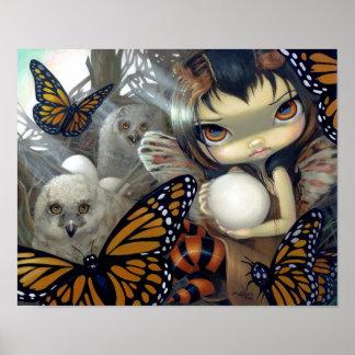 巣の芸術のプリントのフクロウの妖精のhatchlingのOwlyn ポスター