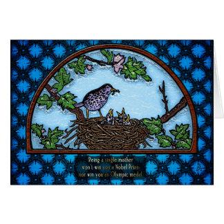 巣v2のベビーを食べ物を与えているママの鳥 カード