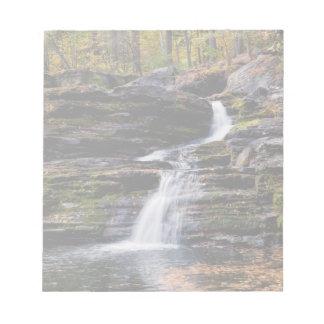 工場滝の秋場面 ノートパッド