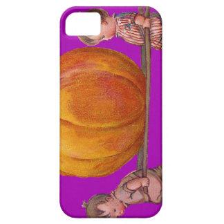 巨大なカボチャ紫色を運んでいる子供 iPhone SE/5/5s ケース