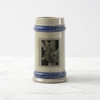 巨大なサグアロのサボテンの詳細 ビールジョッキ
