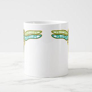 巨大なトンボのマグ ジャンボコーヒーマグカップ