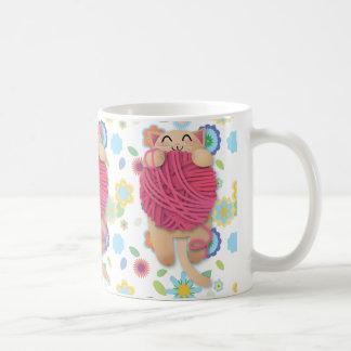 巨大なyarnballが付いている子猫 コーヒーマグカップ