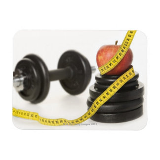 巻尺、りんご、ダンベルおよび重量 マグネット