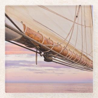 帆およびロープのクローズアップ|メイン、キャムデン ガラスコースター