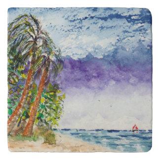 帆ボートおよびヤシの木のノースカロライナのビーチ トリベット