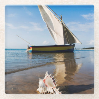 帆ボートは|モザンビークのBenguerraロッジを殻から取り出し、 ガラスコースター