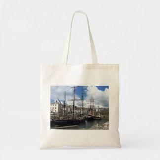 帆船のCharlestown港のコーンウォールの写真 トートバッグ