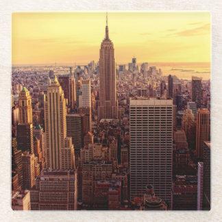 帝国国家が付いているニューヨークのスカイライン都市 ガラスコースター