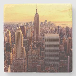 帝国国家が付いているニューヨークのスカイライン都市 ストーンコースター