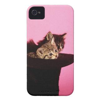 帽子からのぞいている子ネコ Case-Mate iPhone 4 ケース