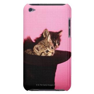 帽子からのぞいている子ネコ Case-Mate iPod TOUCH ケース