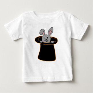 帽子のウサギ ベビーTシャツ