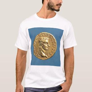 帽子をかぶらずにCaligulaのAureus Tシャツ