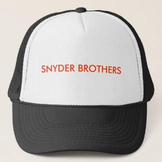帽子をトラックで運んでいるSNYDERの兄弟 キャップ