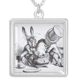 帽子屋および3月のノウサギ シルバープレートネックレス