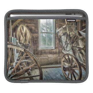 幌馬車、木の荷馬車の車輪 iPadスリーブ