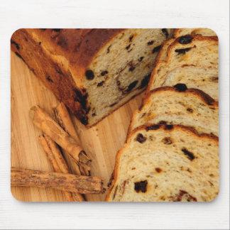 干しぶどうのパンおよびシナモン マウスパッド
