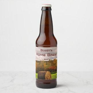 干し草ベール収穫ビールラベルが付いている秋の群葉 ビールラベル