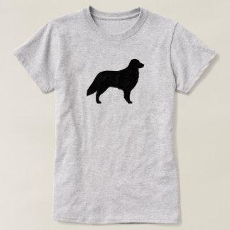 平らな上塗を施してあるレトリーバーのシルエット Tシャツ