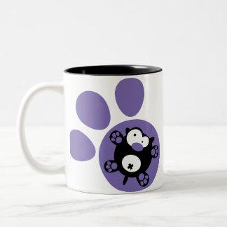 平らな子犬(紫色) ツートーンマグカップ