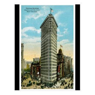 平らな鉄の建物。 ブロードウェイおよび第5 Ave。 NYC ポストカード