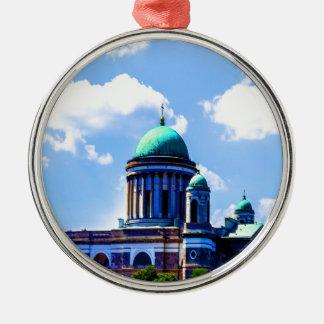 平和および喜びのバシリカ会堂の空の雲 メタルオーナメント