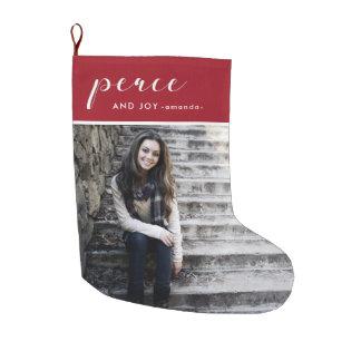 平和および喜びの赤は写真および名前のクリスマスを加えます ラージクリスマスストッキング