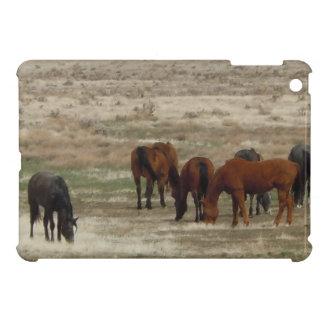 平和な牛馬によっては範囲の西部場面が牧草を食べます iPad MINIケース