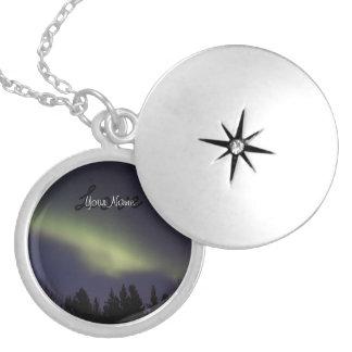 平和なNorthern Lights; カスタマイズ可能 シルバープレートネックレス