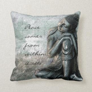 平和の休息の仏は知恵の単語を引用します クッション