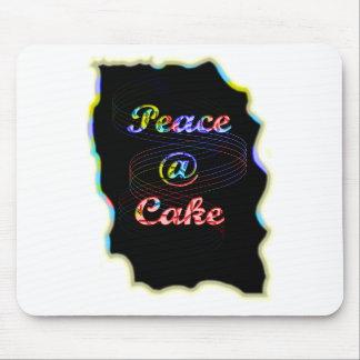 平和ケーキのモチーフパターン素晴らしく黒い背景 マウスパッド