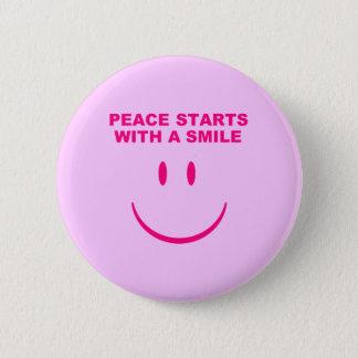平和スマイルボタン 5.7CM 丸型バッジ