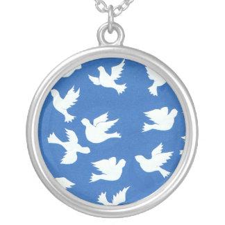 平和ネックレスの白い鳩 シルバープレートネックレス