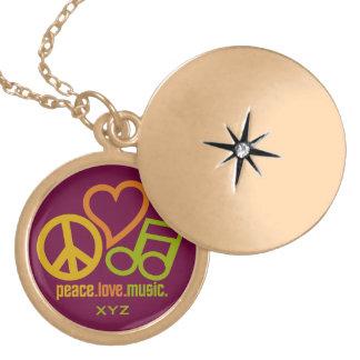 平和愛音楽カスタムなモノグラムのネックレス ゴールドプレートネックレス