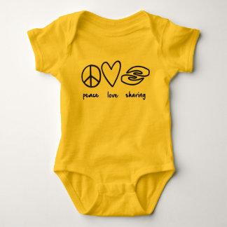 平和、ベビーの用品類を共有する愛 ベビーボディスーツ