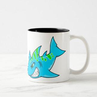 平均の怒っている鮫のマグ ツートーンマグカップ