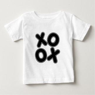平方されたXOXO ベビーTシャツ