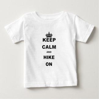 平静およびハイキングON.pngを保って下さい ベビーTシャツ