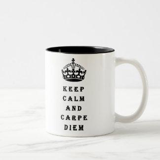 平静およびCarpe Diemのマグを保って下さい ツートーンマグカップ