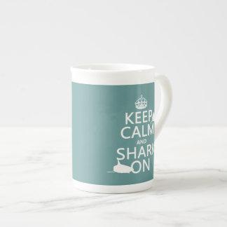 平静そして鮫をの保って下さい(カスタマイズ可能な色) ボーンチャイナカップ
