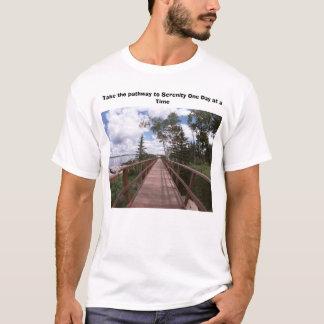 平静に細道をひとつずつ取って下さい Tシャツ
